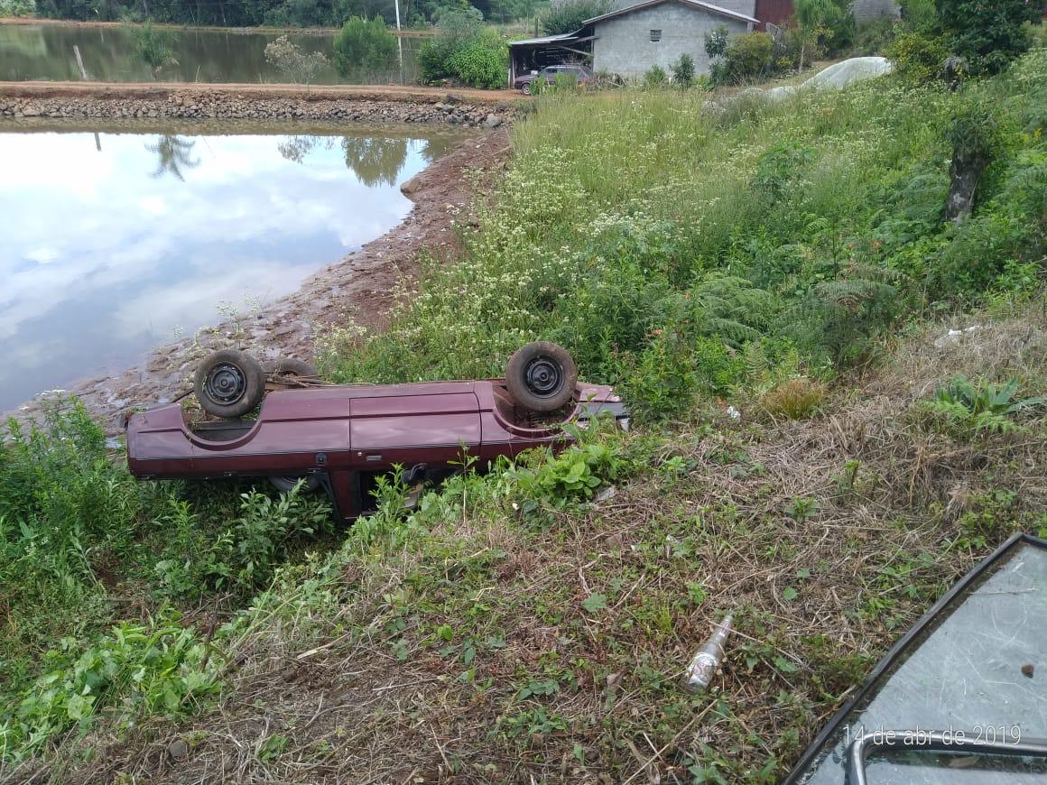 Ir para  <p><big>Um grave acidente ocorreu no final da manhã deste domingo (14), na RS 480, entre Erechim e Barão de Cotegipe.</big></p>  <p><big>Um dos carros quase caiu dentro de um...