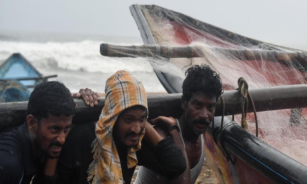 Ir para  <p>Quase 780 mil pessoas abandonaram suas casas nos distritos pr&oacute;ximos da costa na regi&atilde;o leste da &Iacute;ndia antes de chegada de um ciclone com ventos que devem superar 200 km/hora, anunciaram as autoridades...