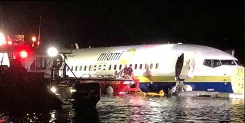 Ir para  <p>Um Boeing 737 saiu na noite de sexta-feira da pista ao pousar em uma base naval do estado da Fl&oacute;rida durante uma tempestade el&eacute;trica e ficou boiando em um rio, sem registro de v&iacute;timas. O aparelho, que...