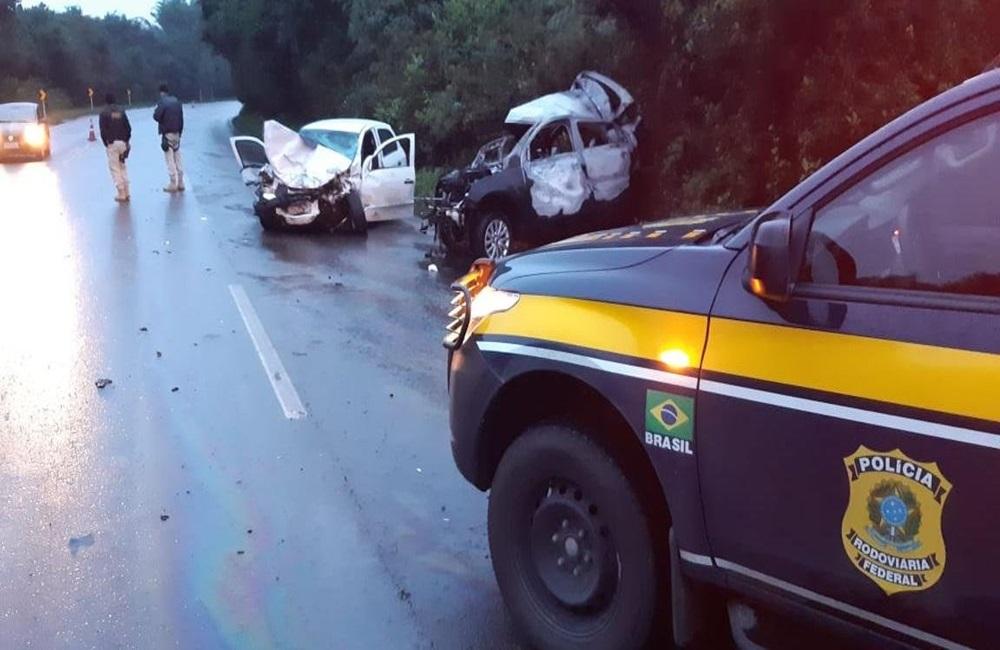 Ir para  <p>Um acidente causou a morte de um motorista e deixou outras duas pessoas feridas na BR 470, em Vila Flores, no in&iacute;cio deste domingo. De acordo com a Pol&iacute;cia Rodovi&aacute;ria Federal (PRF), uma colis&atilde;o...