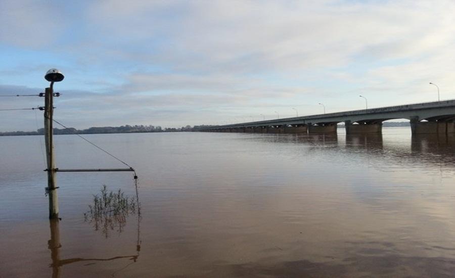 Ir para  <p>A Defesa Civil est&aacute; em estado de alerta em munic&iacute;pios da Fronteira Oeste a partir da evolu&ccedil;&atilde;o das &aacute;guas dos rios que banham a regi&atilde;o. A Bacia do Rio Uruguai com as chuvas...