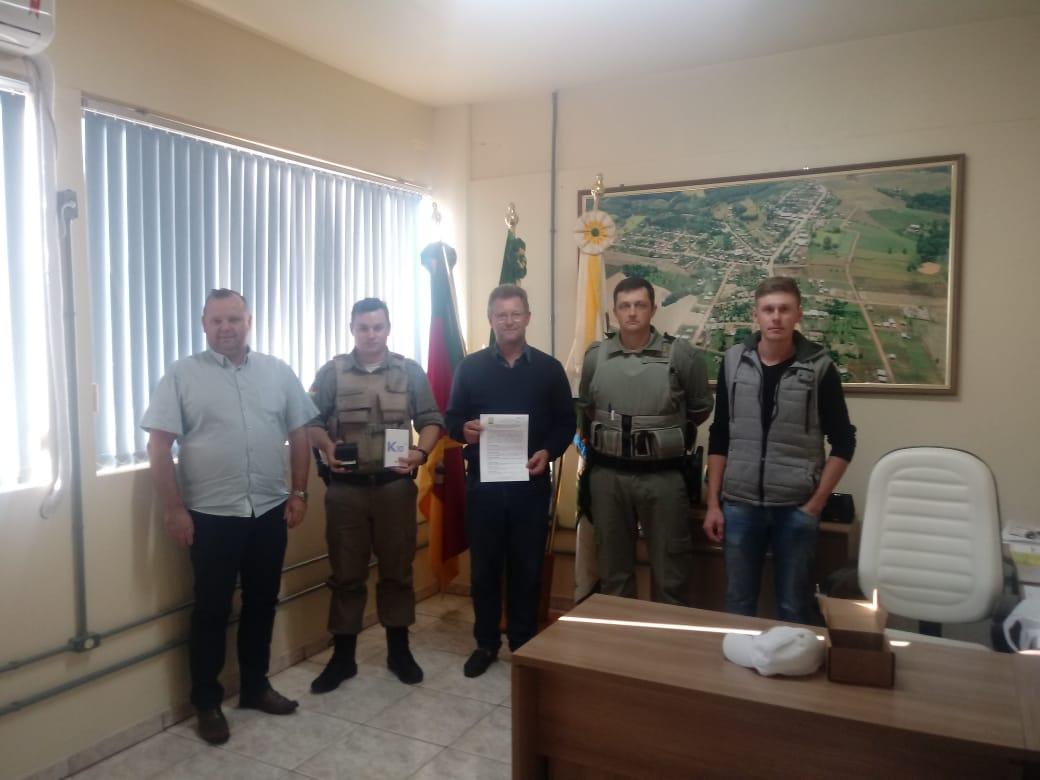 Ir para  <p><big>Nesta quarta-feira (15), a prefeitura de Centen&aacute;rio assinou um termo de Coopera&ccedil;&atilde;o com a Brigada Militar com o objetivo de auxiliar no combate, e na preven&ccedil;&atilde;o de crimes na...