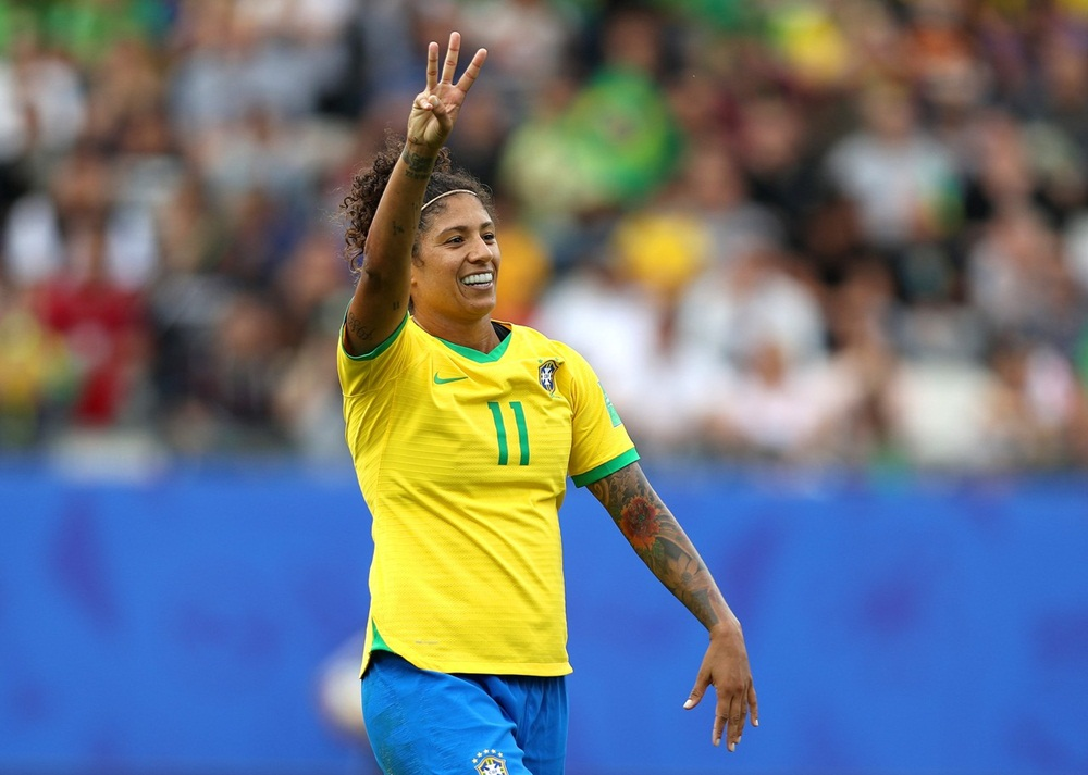 Ir para  <p><big>Havia um peso nas costas das jogadoras do Brasil. Um fardo de nove derrotas consecutivas antes da Copa do Mundo, que era somado com desconfian&ccedil;a e inseguran&ccedil;a causada pelo corte de tr&ecirc;s das...