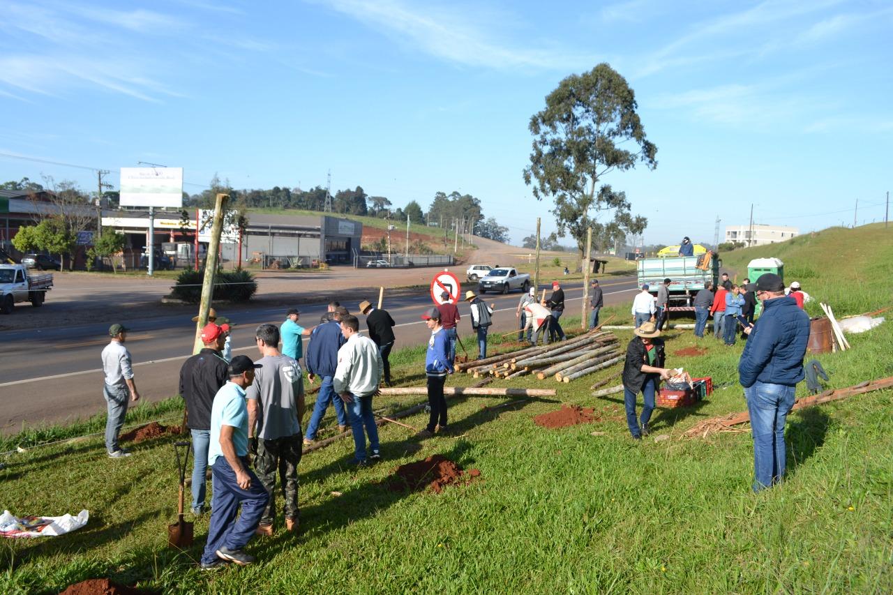 Ir para  <p><big>O Sindicato Unificado dos Trabalhadores do Alto Uruguai - SUTRAF-AU, deu in&iacute;cio na manh&atilde; desta ter&ccedil;a-feira, 11 de junho, ao II Acampamento em Defesa da Previd&ecirc;ncia. A montagem do...