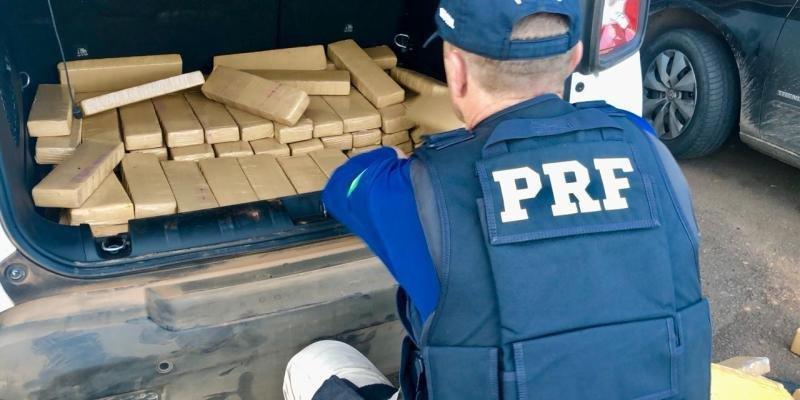 Ir para PRF prende três e apreende 299,5 quilos de maconha em Erechim.