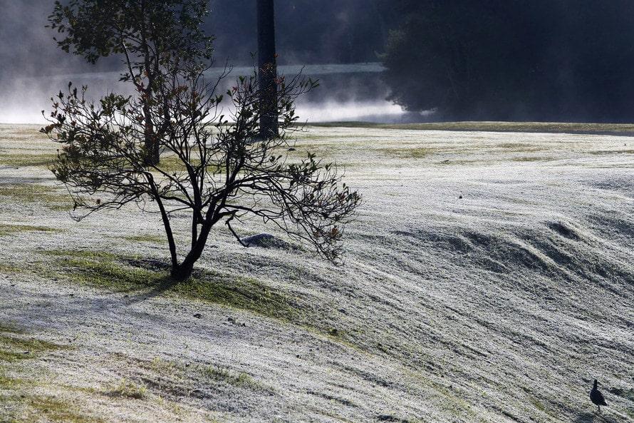 Ir para  <p>A presen&ccedil;a de um centro de ar polar no Rio Grande do Sul garantiu, nesta sexta-feira, mais uma manh&atilde; g&eacute;lida para os ga&uacute;chos. De acordo com a MetSul Meteorologia, as temperaturas ficaram entre...