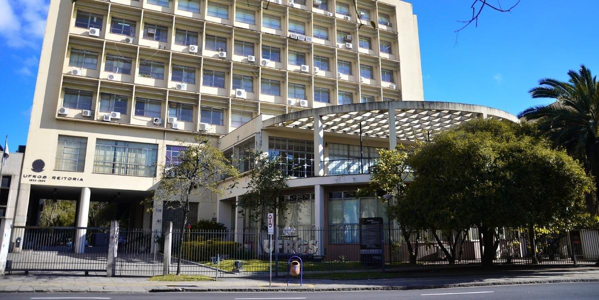 Ir para  <p><big>Em levantamento divulgado nesta segunda-feira, a Universidade Federal do Rio Grande do Sul (UFRGS) ocupa a terceira posi&ccedil;&atilde;o dentre as universidades federais brasileiras no The Center for World University...