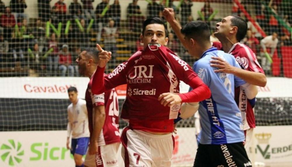 Ir para  <p><big>O Atl&acirc;ntico come&ccedil;ou a Ta&ccedil;a Brasil de Clubes de Futsal vencendo o Minas na noite desta segunda-feira, 5. O Galo fez 3 a 0 na equipe mineira e assegurou os primeiros tr&ecirc;s pontos no...