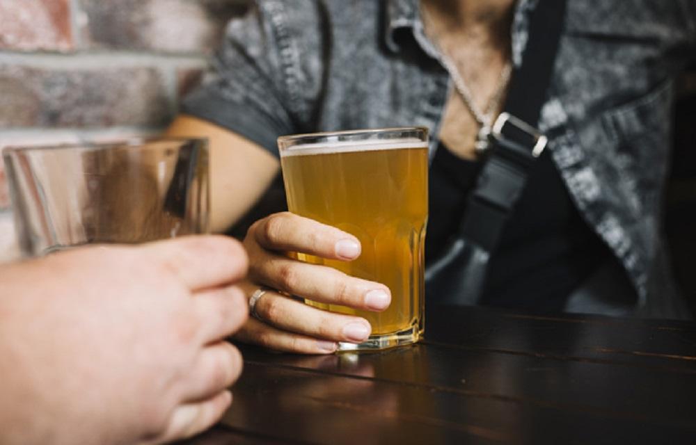 Ir para  <p>Um estudo feito pela Fiocruz (Funda&ccedil;&atilde;o Oswaldo Cruz) revela que aproximadamente 7 milh&otilde;es de brasileiros menores de 18 anos (34,3%) relatavam ter consumido bebida alco&oacute;lica na vida. Um...