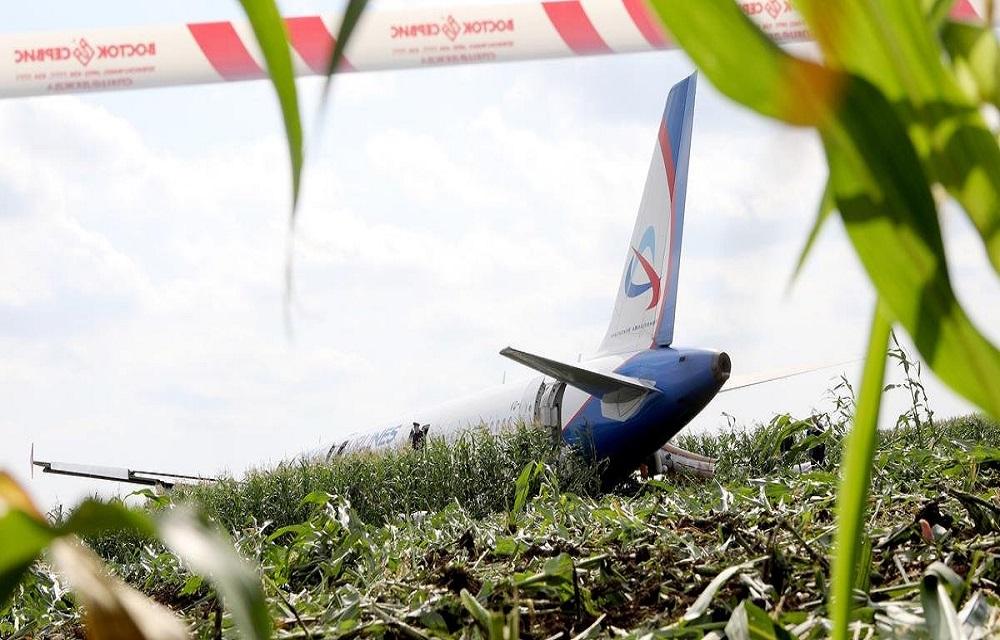 Pouso de emergência de avião em milharal deixa 23 feridos na Rússia.