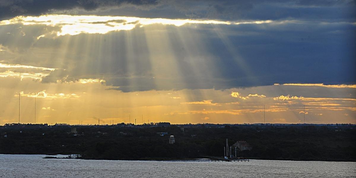 Ir para  <p><big>O sol aparece em todo o Rio Grande do Sul neste domingo, mas acompanhado de nuvens. A nebulosidade aumenta no decorrer do dia no Oeste e no Sul, onde o tempo se instabiliza &agrave; tarde e principalmente durante a noite....