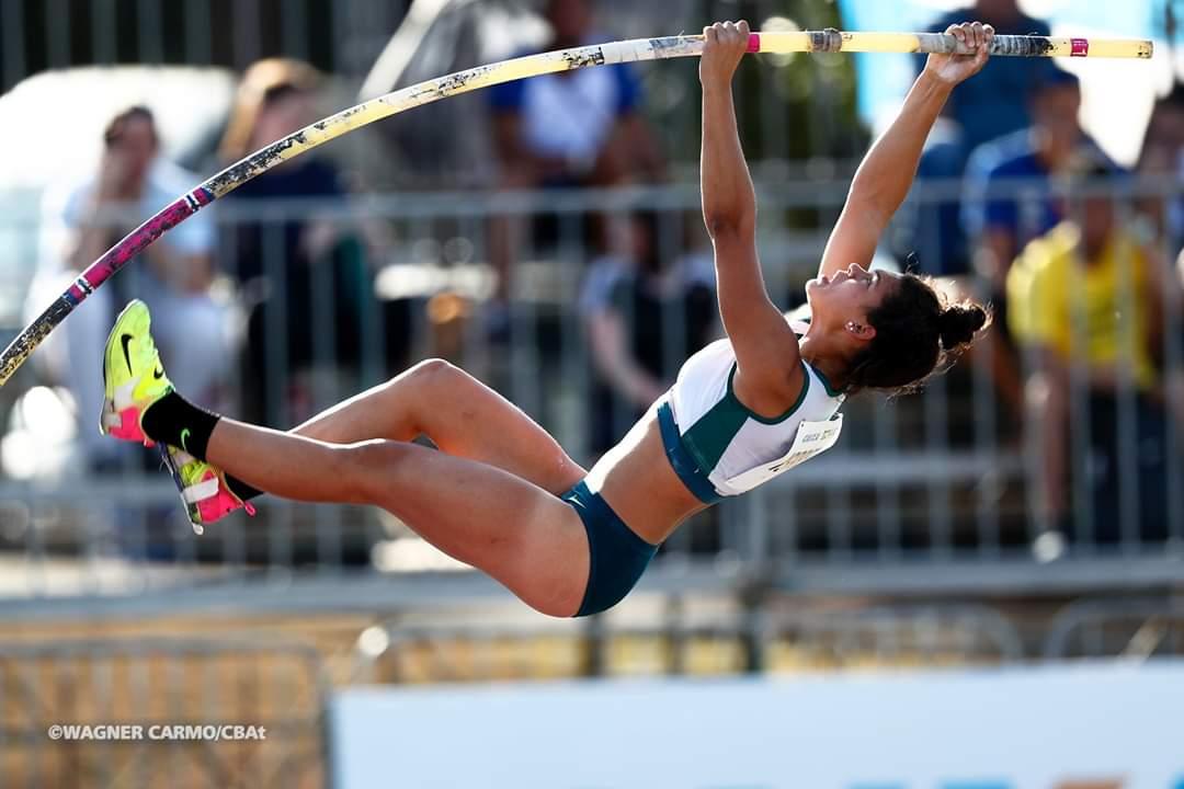 Ir para  <p><big><em><strong>A atleta Isabel Demarco de Quadros, competindo&nbsp; pelo Oricamp/Unimed, na modalidade&nbsp;do salto com vara feminino, conquistou a medalha de bonze (3&ordm; lugar), com salto de 4,06 m....