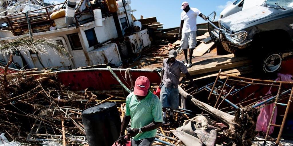 Ir para  <p>O furac&atilde;o Dorian atingia o sudeste dos Estados Unidos com fortes ventos e uma chuva torrencial nesta quinta-feira, depois de ter devastado o Norte das ilhas Bahamas, onde deixou ao menos 30 mortos e milhares de desabrigados....