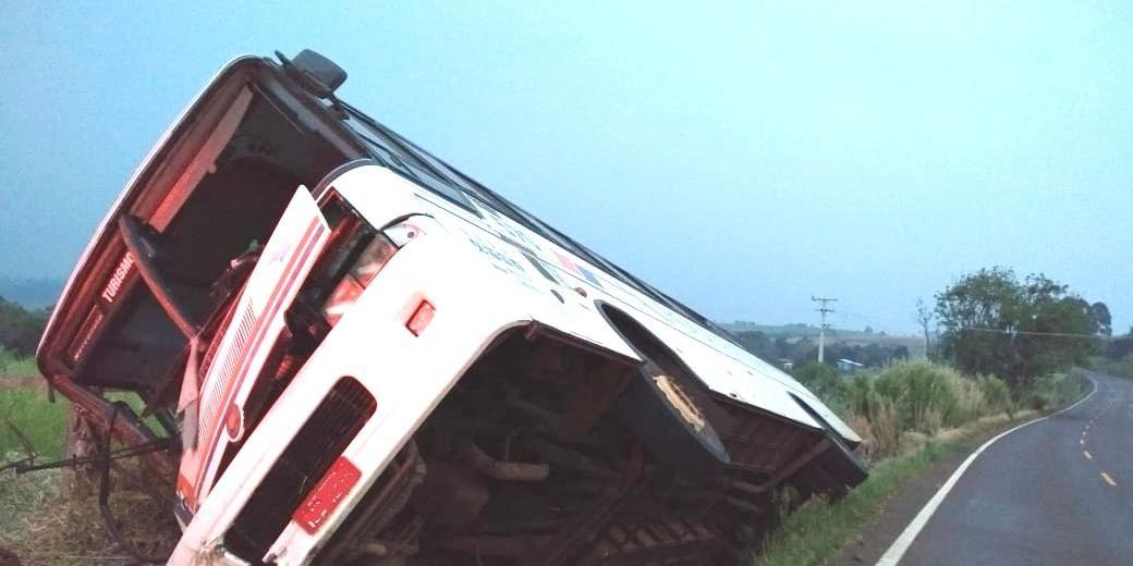 Ir para Tombamento de ônibus deixa 35 feridos em Tenente Portela.
