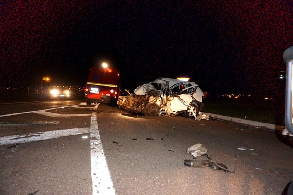 Ir para  <p><big>O condutor de um carro UNO com placas de Santo &Acirc;ngelo, morreu ao bater com um caminh&atilde;o de Passo Fundo no trecho urbano da BR 153, em Erechim. O acidente aconteceu pouco antes da meia noite desta...