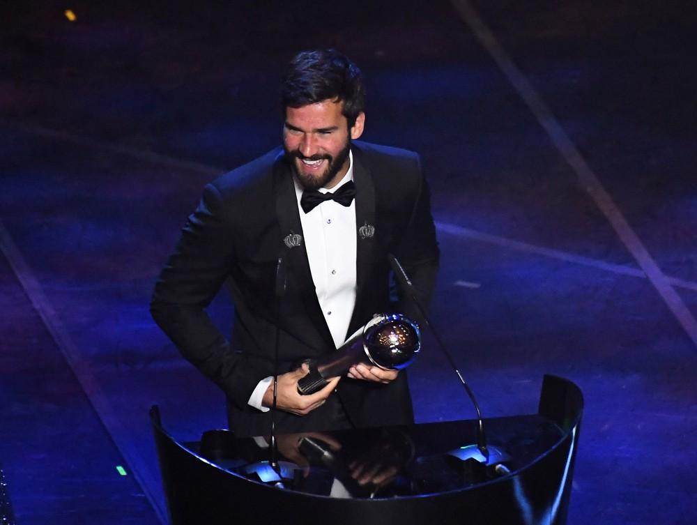 Ir para  <p><big>Nesta&nbsp;segunda-feira (23) o Teatro alla Scala, em Mil&atilde;o, na It&aacute;lia, recebeu os principais nomes do futebol mundial para a cerim&ocirc;nia de entrega do Fifa The Best, pr&ecirc;mio de...