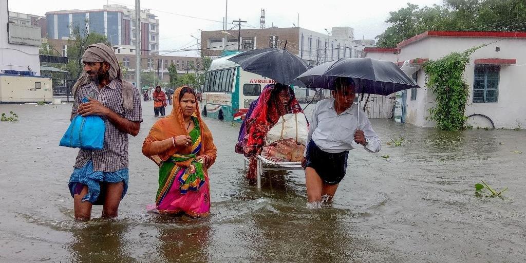 Ir para  <p><big>Pelo menos 44 pessoas morreram e milhares tiveram que deixar suas casas devido a inunda&ccedil;&otilde;es causadas por chuvas torrenciais no norte da &Iacute;ndia, informaram neste s&aacute;bado (28)...