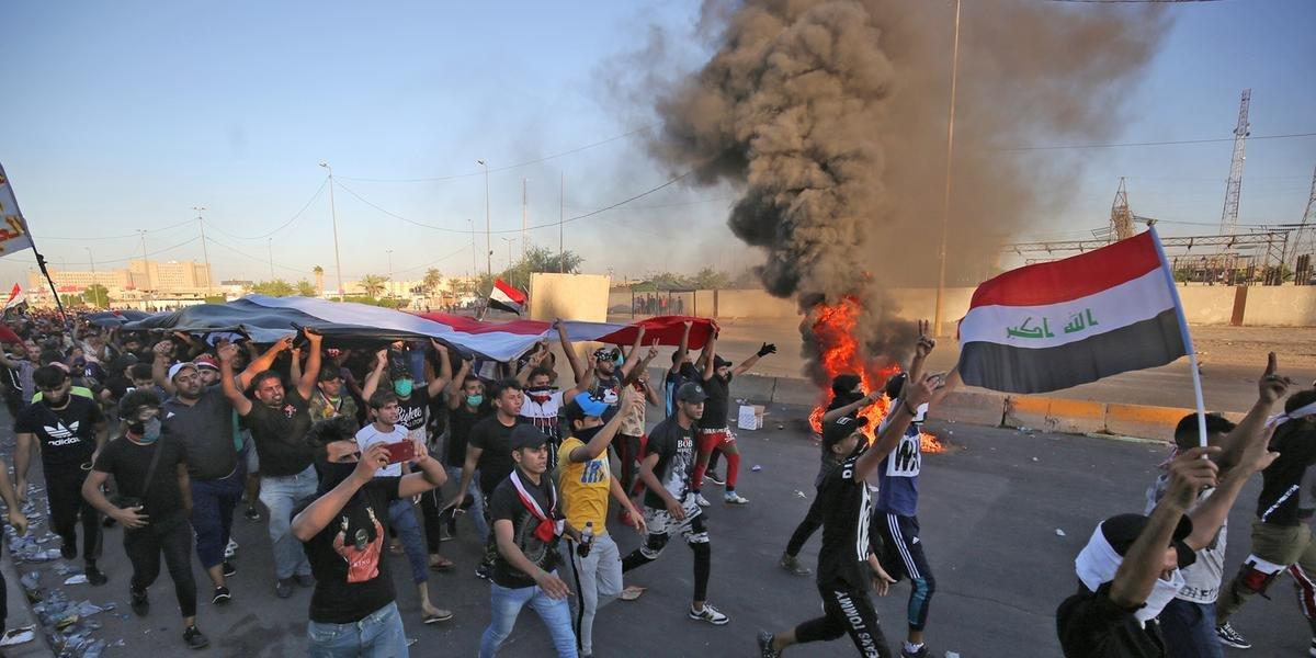 Ir para  <p>O n&uacute;mero de mortos em manifesta&ccedil;&otilde;es em Bagd&aacute; e outras cidades no sul do Iraque &eacute; de 93 e quase 4.000 feridos desde ter&ccedil;a-feira, informou uma comiss&atilde;o de...