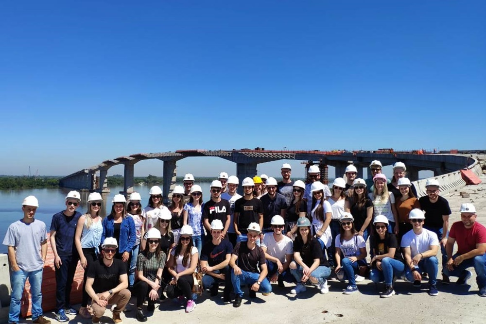 Ir para  <p><big>&nbsp;Acad&ecirc;micos do curso de Engenharia Civil da URI Erechim realizaram, no dia 26 de outubro, uma viagem de estudos na nova Ponte do Gua&iacute;ba, em Porto Alegre, cujas obras est&atilde;o cerca de 90%...