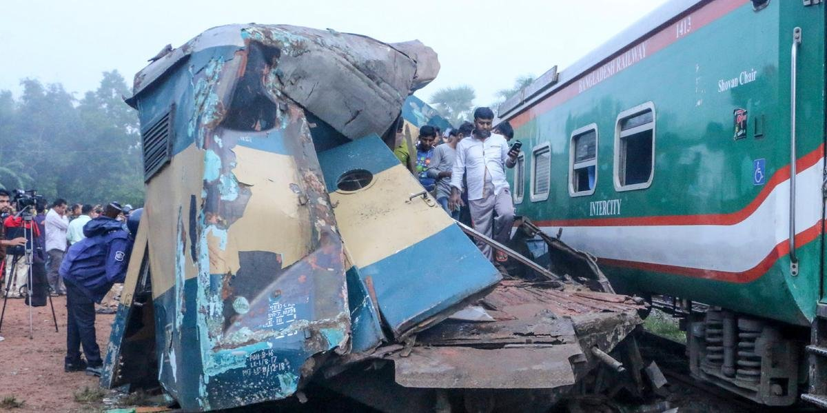 Ir para  <p>Ao menos 16 pessoas morreram e outras 58 ficaram feridas no choque entre dois trens no leste de Bangladesh na manh&atilde; desta ter&ccedil;a-feira, informou a pol&iacute;cia local. Tr&ecirc;s vag&otilde;es de...