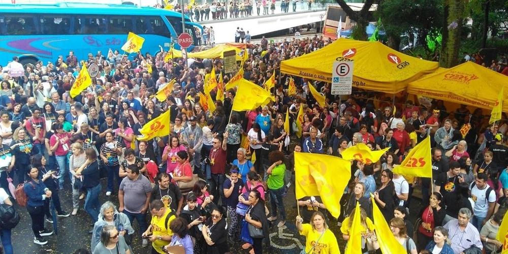 Cpers realiza protesto contra pacote de Leite e inicia greve na segunda em Porto Alegre