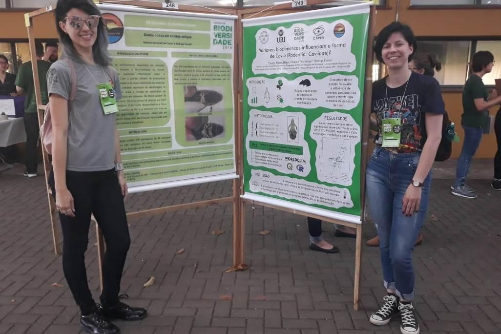 Ir para  <p>Um grupo de alunos do Mestrado em Ecologia da URI se fez presente no Simp&oacute;sio de Biodiversidade, que teve lugar na Universidade Federal de Santa Maria...