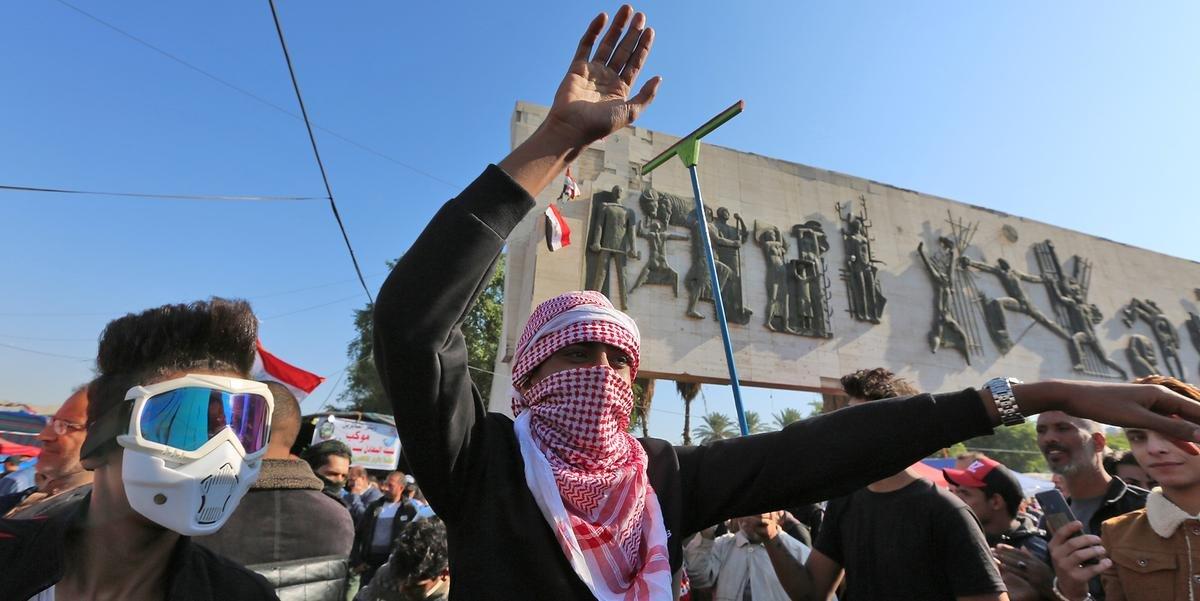 Ir para  <p>Quatro manifestantes morreram e dezenas ficaram feridos na capital iraquiana nas &uacute;ltimas horas em confrontos com a pol&iacute;cia, informaram fontes oficiais. Bagd&aacute; e o sul do Iraque registram protestos desde...