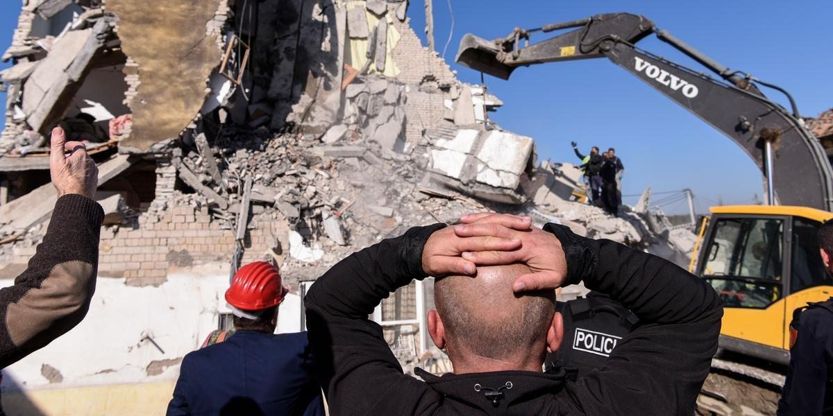 """Ir para  <p>Ao menos 13 pessoas morreram e 600 ficaram feridas ap&oacute;s um&nbsp;<a href=""""https://www.correiodopovo.com.br/not%C3%ADcias/mundo/terremoto-na-alb%C3%A2nia-deixa-oito-mortos-e-150-feridos-1.382761""""..."""