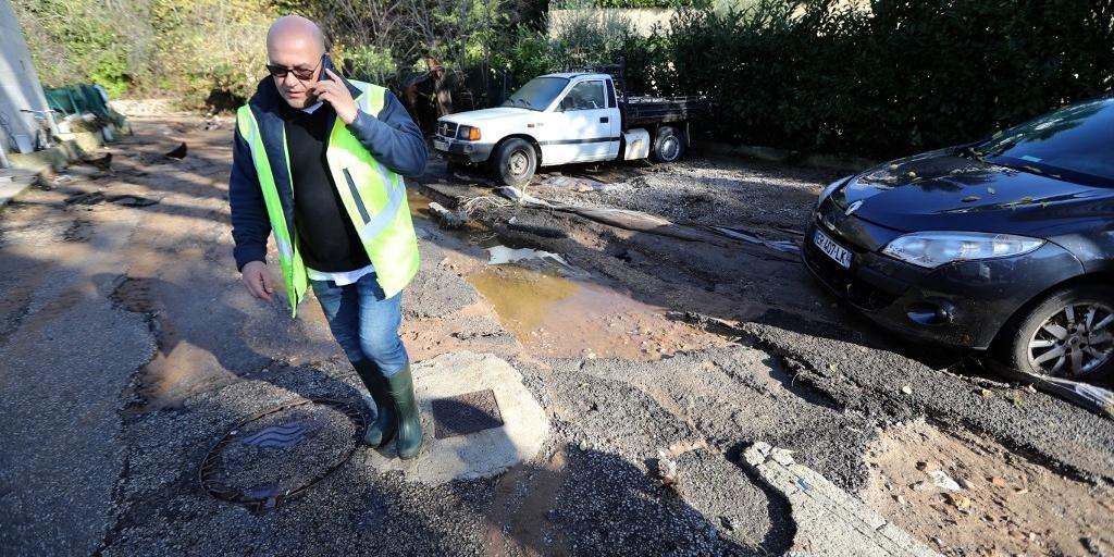 Ir para  <p>Cinco pessoas morreram nesse domingo, no Sudeste da Fran&ccedil;a, como resultado da forte chuva e das inunda&ccedil;&otilde;es registradas na regi&atilde;o, anunciou a prefeitura do departamento de Var. Ap&oacute;s a...