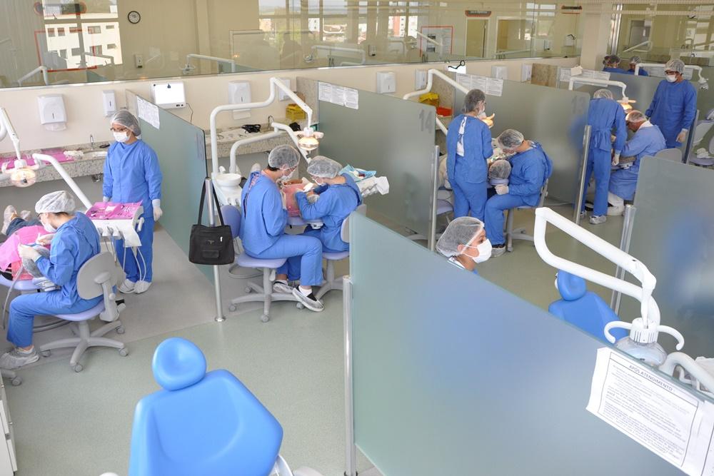 Ir para  <p><big>O Curso de Odontologia da URI conquistou conceito m&aacute;ximo (nota 5) do MEC na avalia&ccedil;&atilde;o realizada nos dias 2 e 3 deste m&ecirc;s, quando representantes do Minist&eacute;rio da...