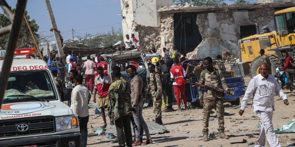 Ir para  <p>A explos&atilde;o de um carro-bomba deixou, neste s&aacute;bado, 79 mortos e mais de uma centena de feridos em um bairro movimentado de Mogad&iacute;scio, em um dos ataques mais sangrentos registrados na capital da...