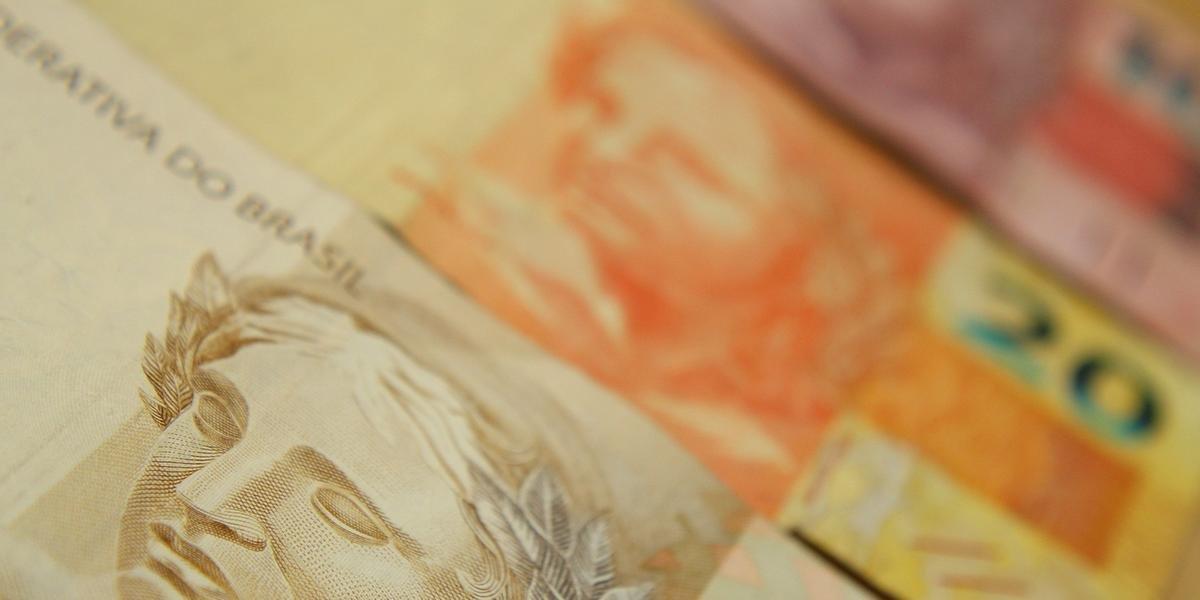 Ir para  <p>O cheque especial ter&aacute; juros limitados a partir da pr&oacute;xima segunda-feira. Os bancos n&atilde;o poder&atilde;o cobrar taxas superiores a 8% ao m&ecirc;s, o equivalente a 151,8% ao ano. A...