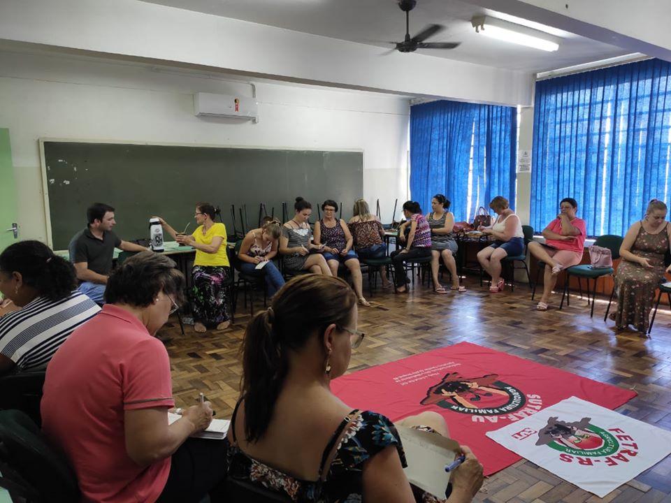 Ir para  <p><big>O encontro ocorreu na Universidade Estadual do Rio Grande do Sul no dia 14 deste m&ecirc;s, com o objetivo de discutir quais ser&atilde;o as principais a&ccedil;&otilde;es que o coletivo de mulheres...