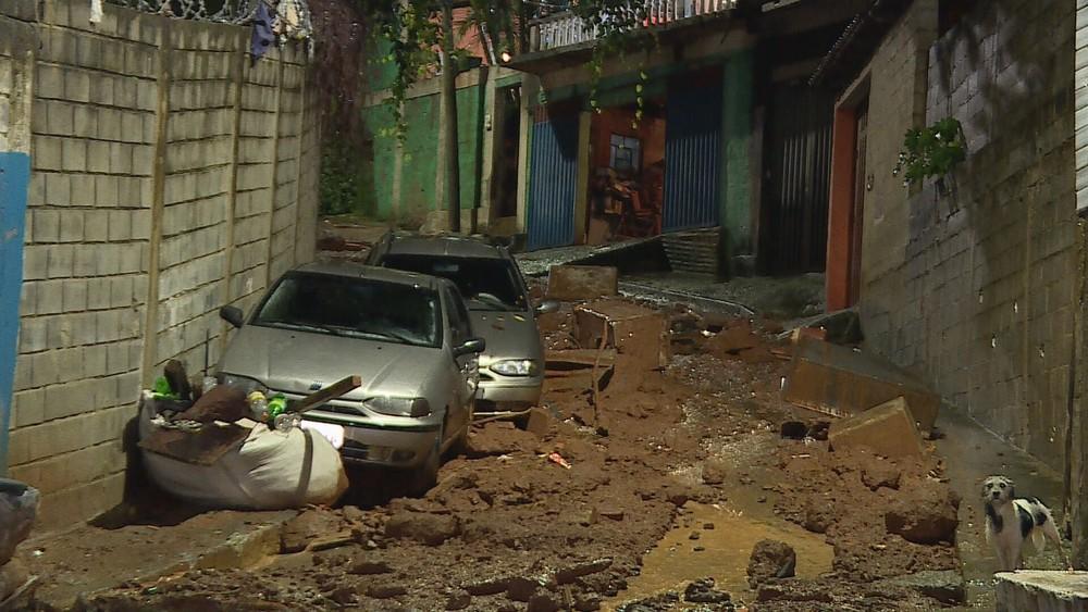 Duas pessoas morrem em soterramento em Belo Horizonte, diz Corpo de Bombeiros