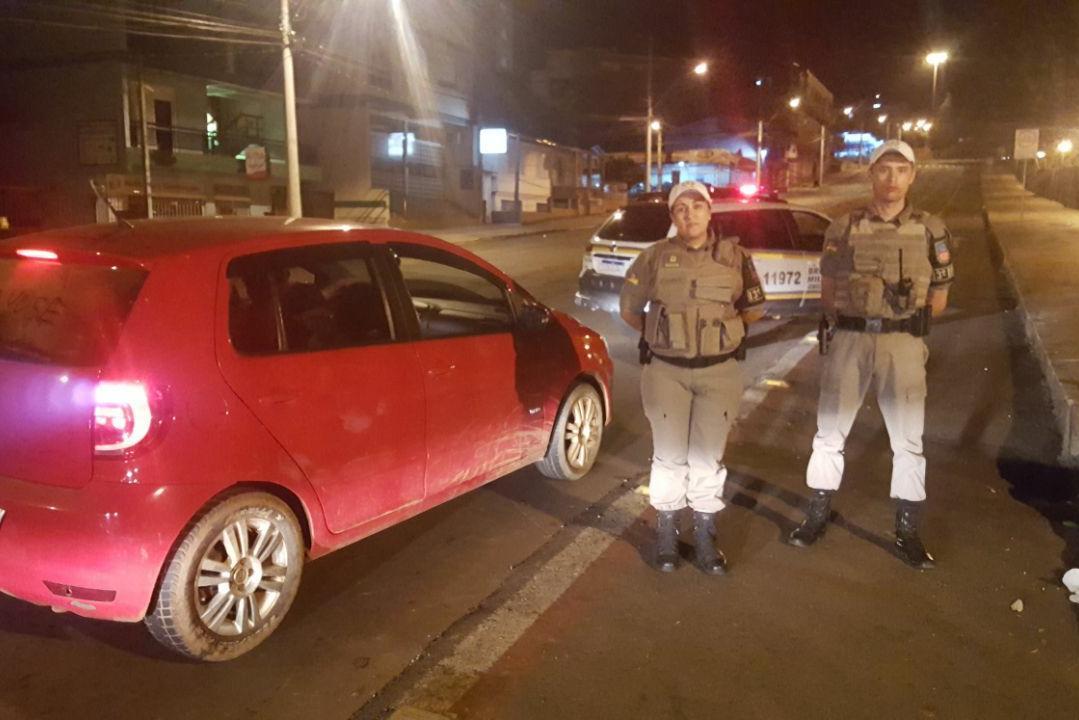 Ir para  <p><big>Policiais militares de Erechim, reanimaram na noite desta sexta-feira (7) uma crian&ccedil;a que estava desacordada e sem respirar. A crian&ccedil;a estava engasgada com leite materno.&nbsp;O caso s&oacute; foi...