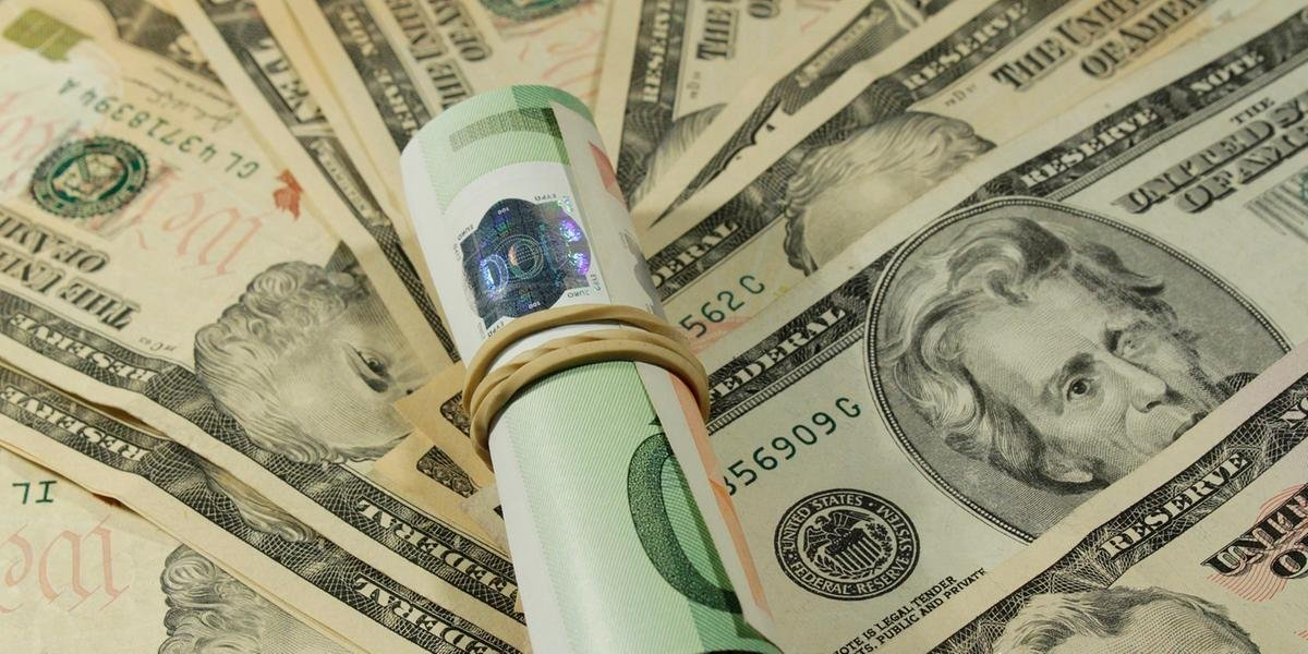 Dólar chega a R$ 4,40 e atinge um novo nível recorde.