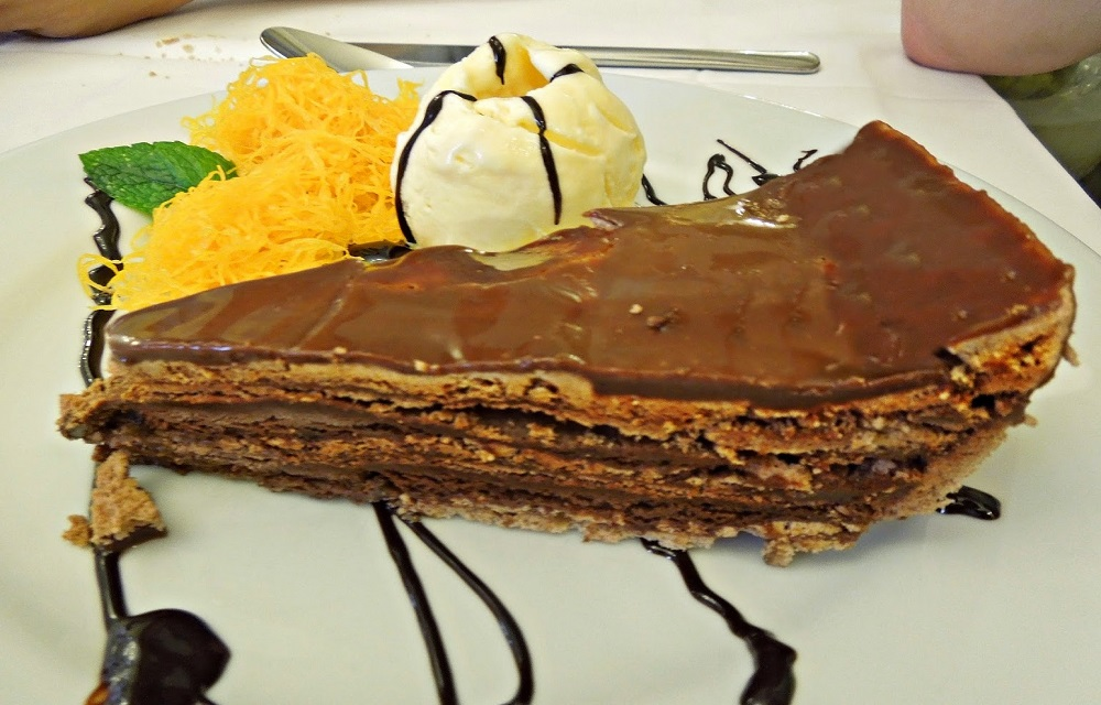 Ir para  <p>250 gramas de manteiga</p>  <p>100 gramas de chocolate em p&oacute;</p>  <p>150 gramas de a&ccedil;&uacute;car em p&oacute;</p>  <p>300 gramas de chocolate ao...