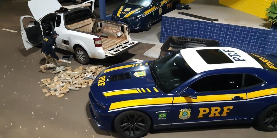 Ir para  <p>A Pol&iacute;cia Rodovi&aacute;ria Federal (PRF) prendeu o condutor de uma caminhonete por tr&aacute;fico de 82 quilos de maconha na noite de s&aacute;bado, na BR 480, em Erechim, na regi&atilde;o Norte do Estado....