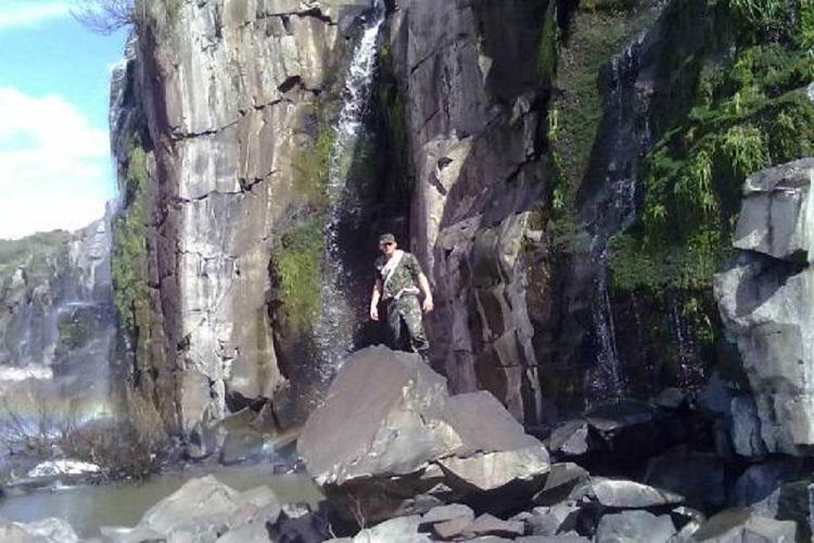 Ir para  <p>Duas jovens morreram neste domingo (13) ap&oacute;s ca&iacute;rem de uma cachoeira na localidade de Salto Caveiras, em Lages, na Serra catarinense. A ocorr&ecirc;ncia foi registrada no fim da...