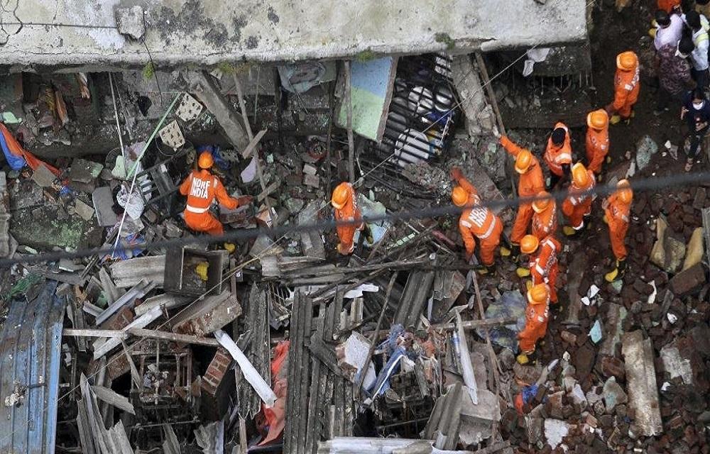 Desabamento deixa 13 mortos no Oeste da Índia.
