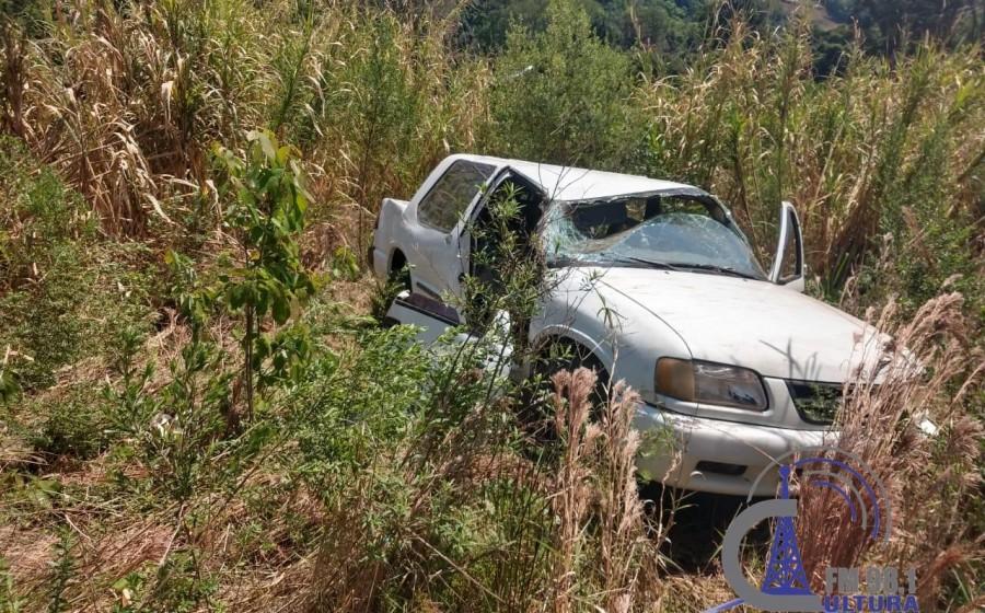 Adolescente morre em capotamento no interior de Itatiba do Sul.