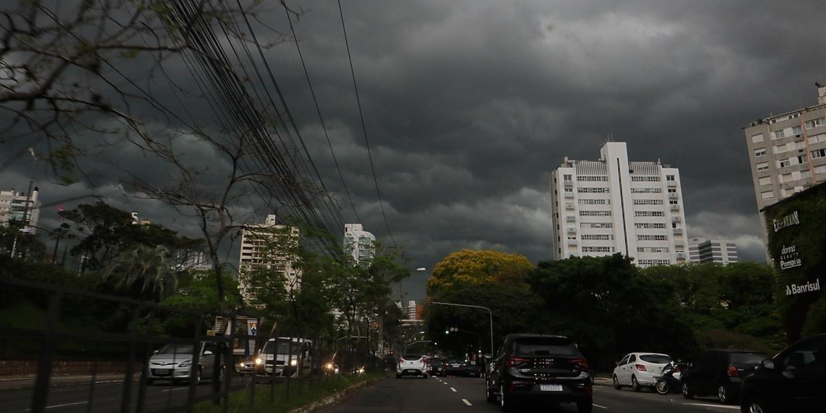Ir para  <p>Est&aacute; prevista a forma&ccedil;&atilde;o de uma frente quente para o Estado a partir desta quarta. Com isso, &aacute;reas de instabilidade levam chuva ao Rio Grande do Sul, com chance de...