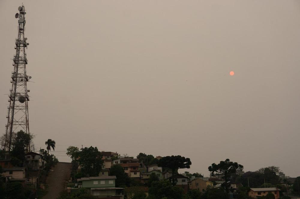 Ir para  <p><big>A fuma&ccedil;a das queimadas tomou conta da Metade Norte e do Oeste do Rio Grande do Sul na manh&atilde; desta sexta-feira(2) com intensidade como ainda n&atilde;o havia sido vista neste...