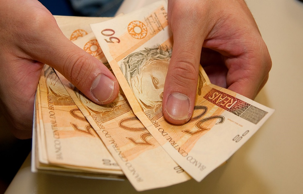 Décimo terceiro salário deve injetar R$ 208 bilhões na economia, diz CNC.