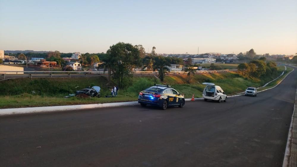 Ir para Carro incendeia e condutor morre em acidente na BR 153 em Erechim