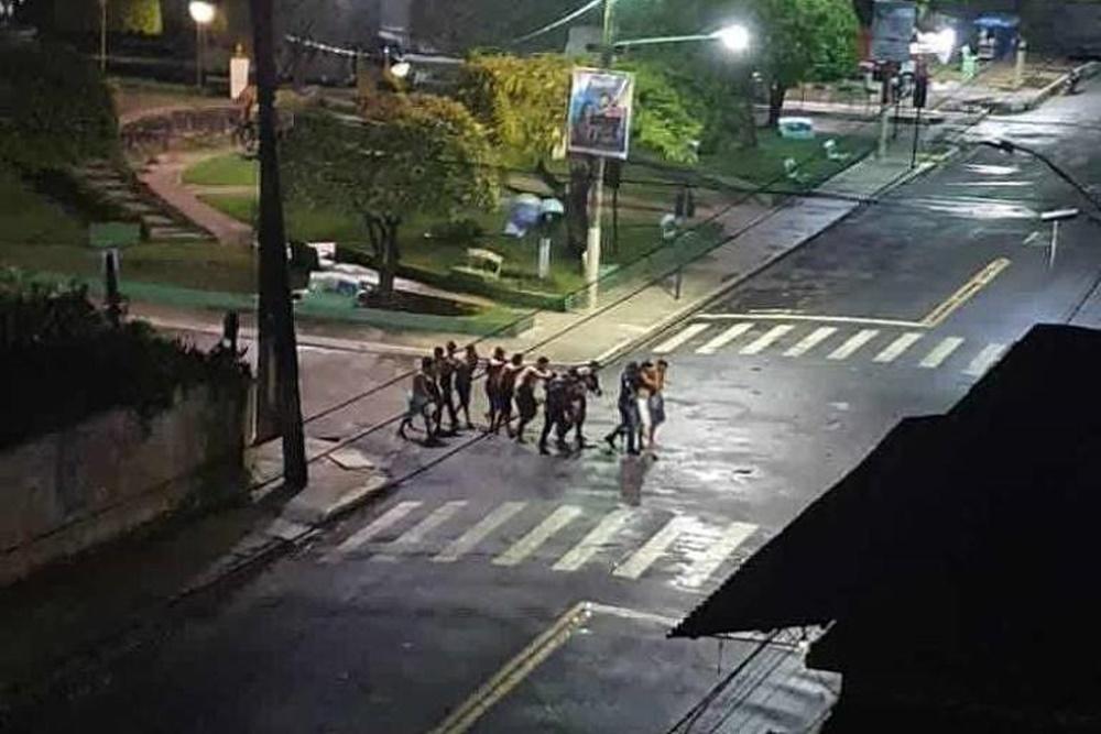 Ir para  <p><big>Uma quadrilha tomou as ruas de Camet&aacute; (PA), a 235 km de Bel&eacute;m, no come&ccedil;o da madrugada desta quarta-feira (2), para assaltar um banco. Moradores relataram em redes sociais uma noite de terror....