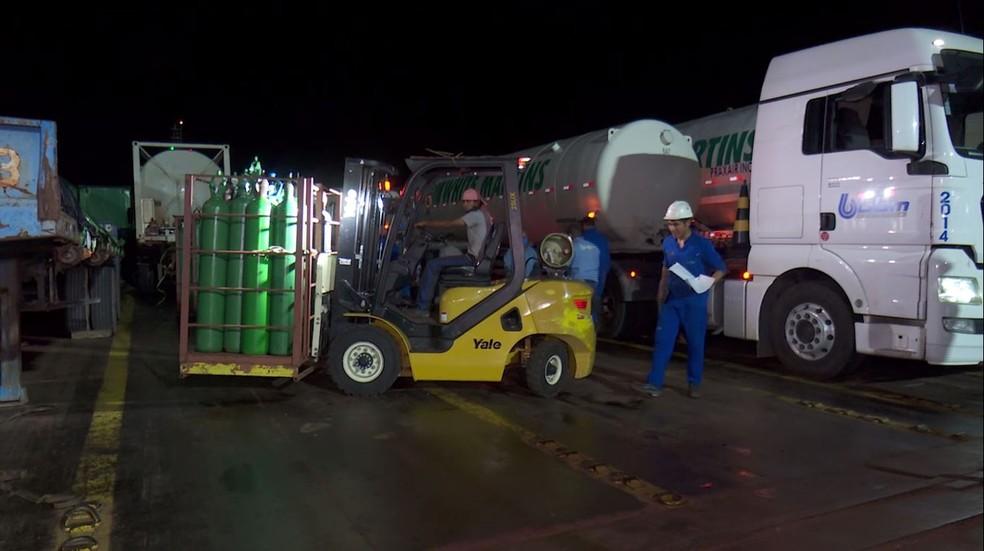 Amazonas recebe oxigênio e espera normalizar abastecimento neste sábado.