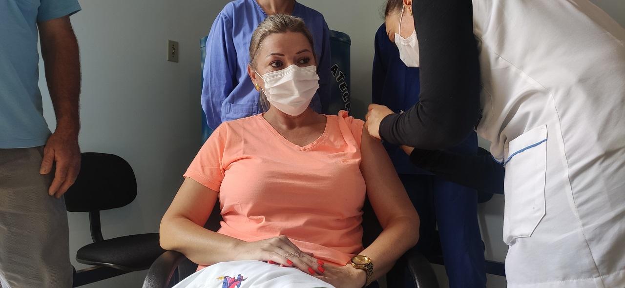 O município de Viadutos realiza ato simbólico de início da vacinação contra o COVID-19, no Hospital Nossa Senhora de Pompéia.