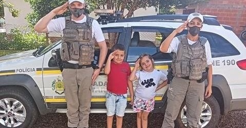 Ir para  <p><big>Se algu&eacute;m perguntar para o pequeno Matheus o que ele quer ser quando crescer, a resposta sai muito rapidamente: policial!</big></p>  <p><big>O pequeno Matheus dos Santos, filho de Gessica e...
