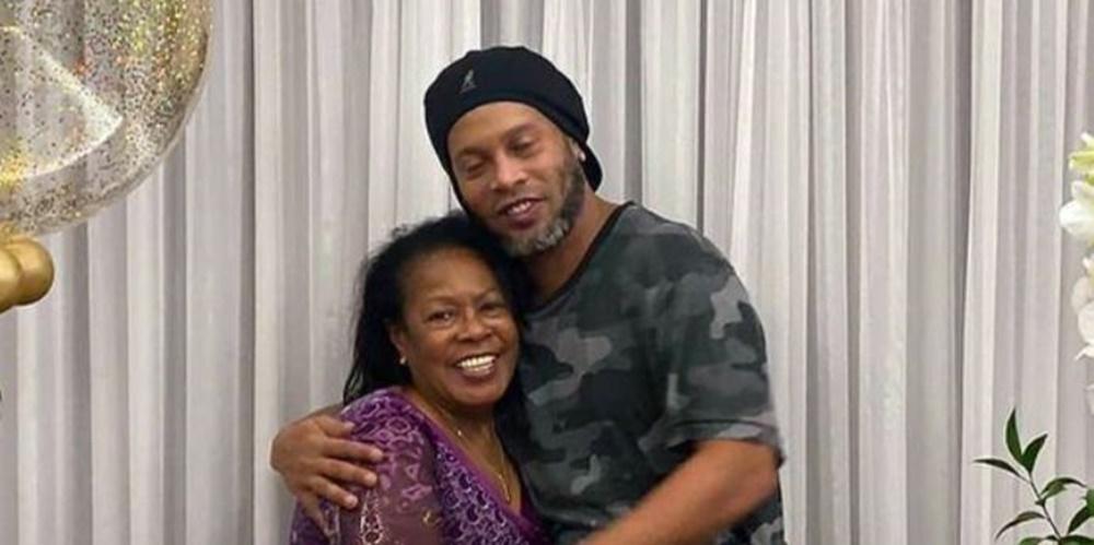Ir para  <p><big>A m&atilde;e de Ronaldinho Ga&uacute;cho, Miguelina El&oacute;i Assis dos Santos, morreu neste s&aacute;bado, v&iacute;tima de Covid-19. Ela tinha 71 anos e estava internada desde 21 de dezembro por conta...